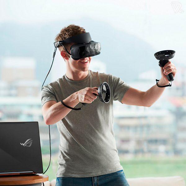 gamer con las Gafas de Realidad Mixta ASUS de Windows