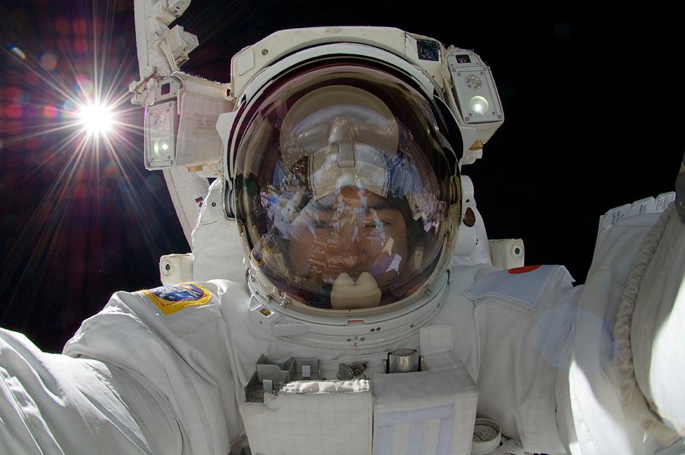SpaceVR y SpaceX te llevan al espacio con realidad virtual